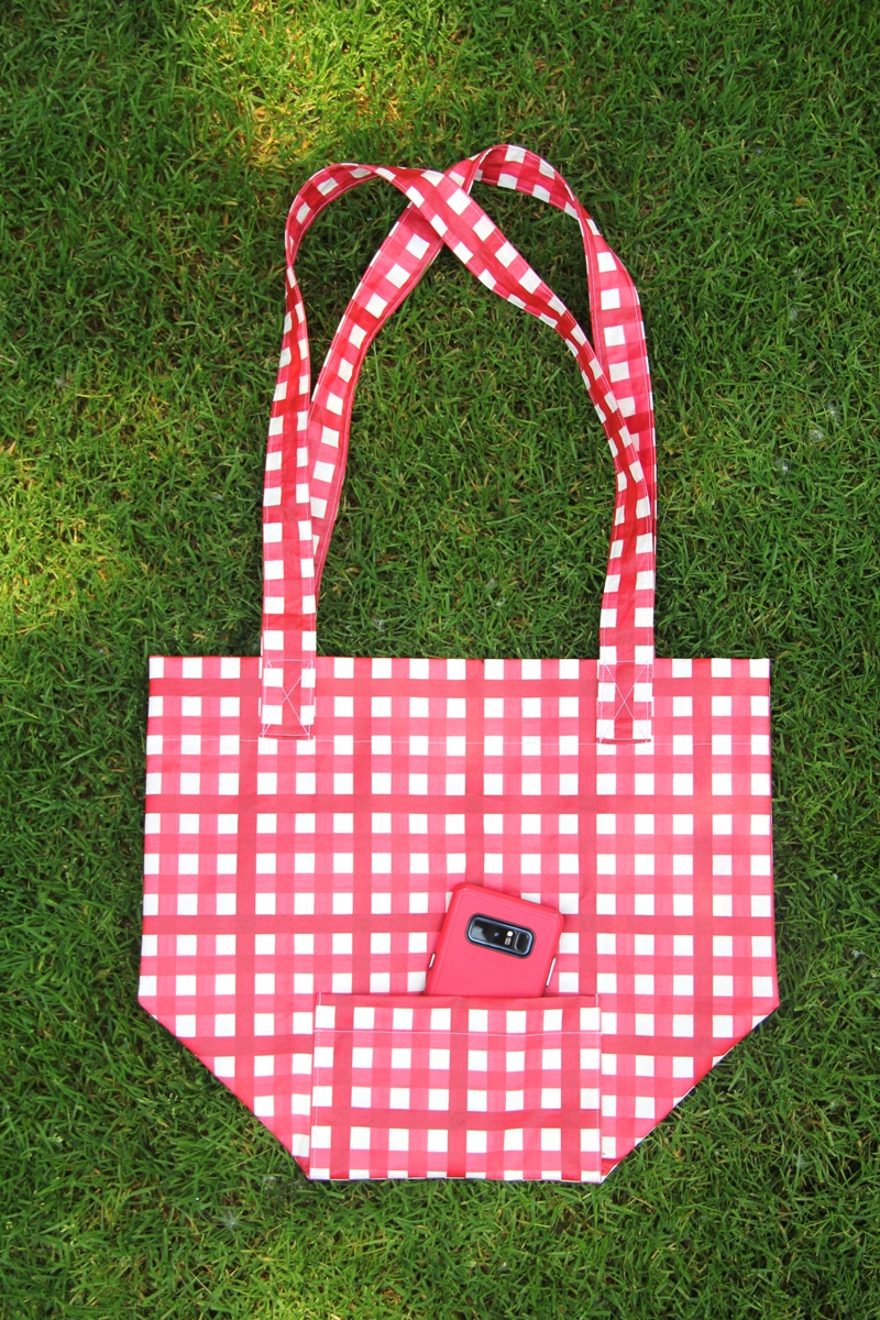 Reusable Shopping Bag with Outside Pocket on Crafty Staci