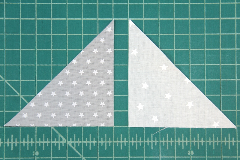 How to match up grey and white triangles for pinwheel square mini quilt