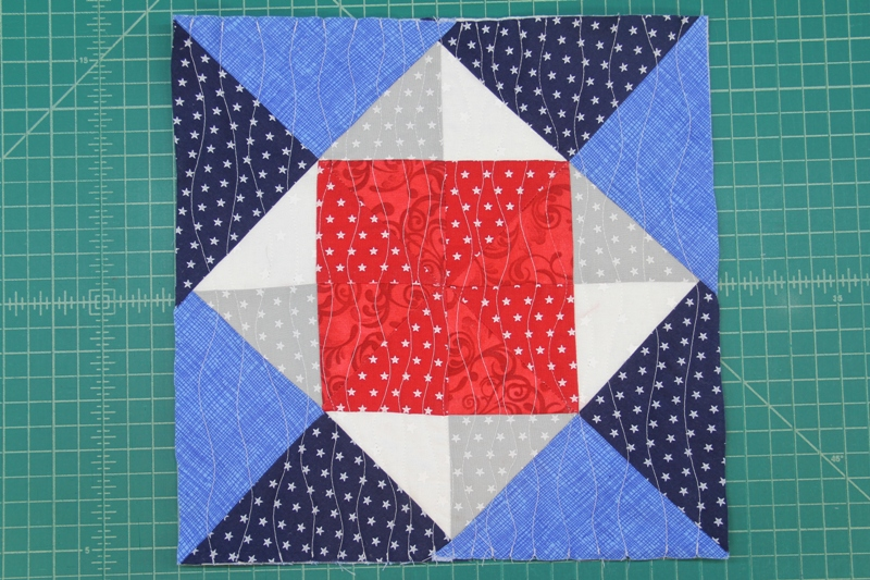 Pinwheel square mini quilt quilted