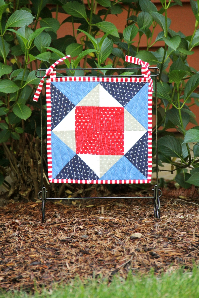 Pinwheel Square Mini Quilt on craftystaci.com