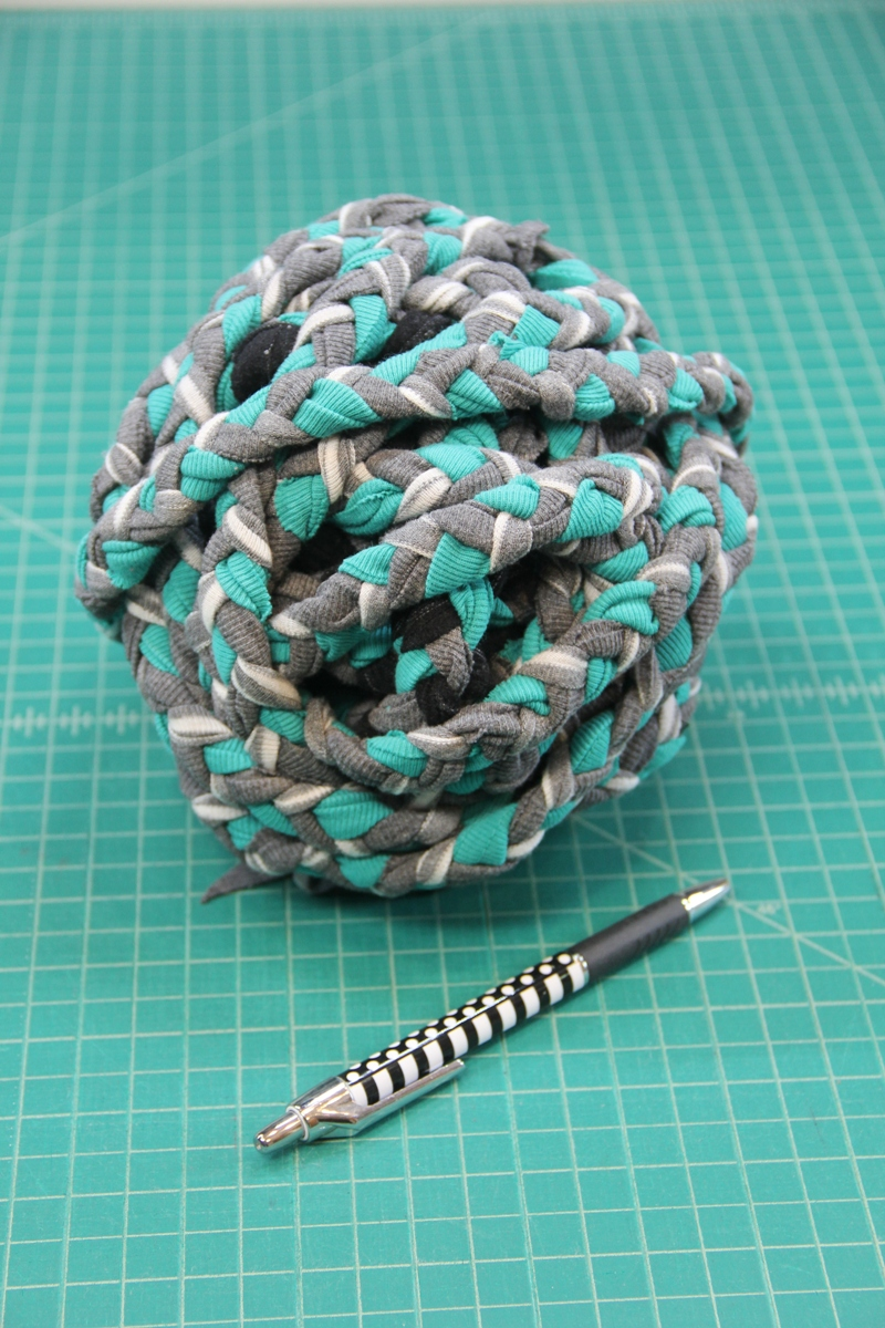 Braided t-shirt yarn ball