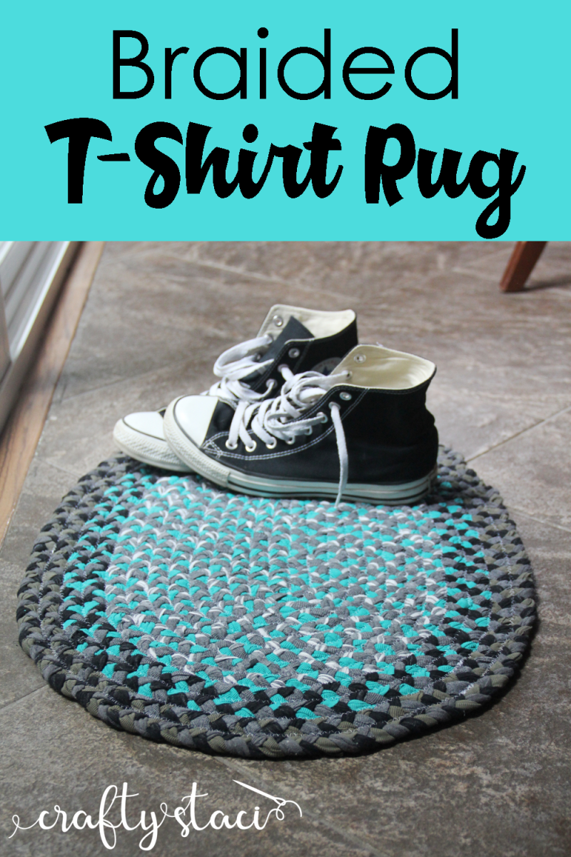 Braided T-Shirt Rug from Crafty Staci #tshirtcrafts #tshirtupcycle #tshirtrug #tshirtyarn #roadtripcrafts