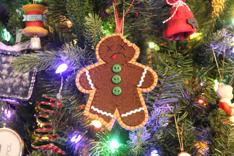 Sewing tutorial: Bitten gingerbread man Christmas ornament