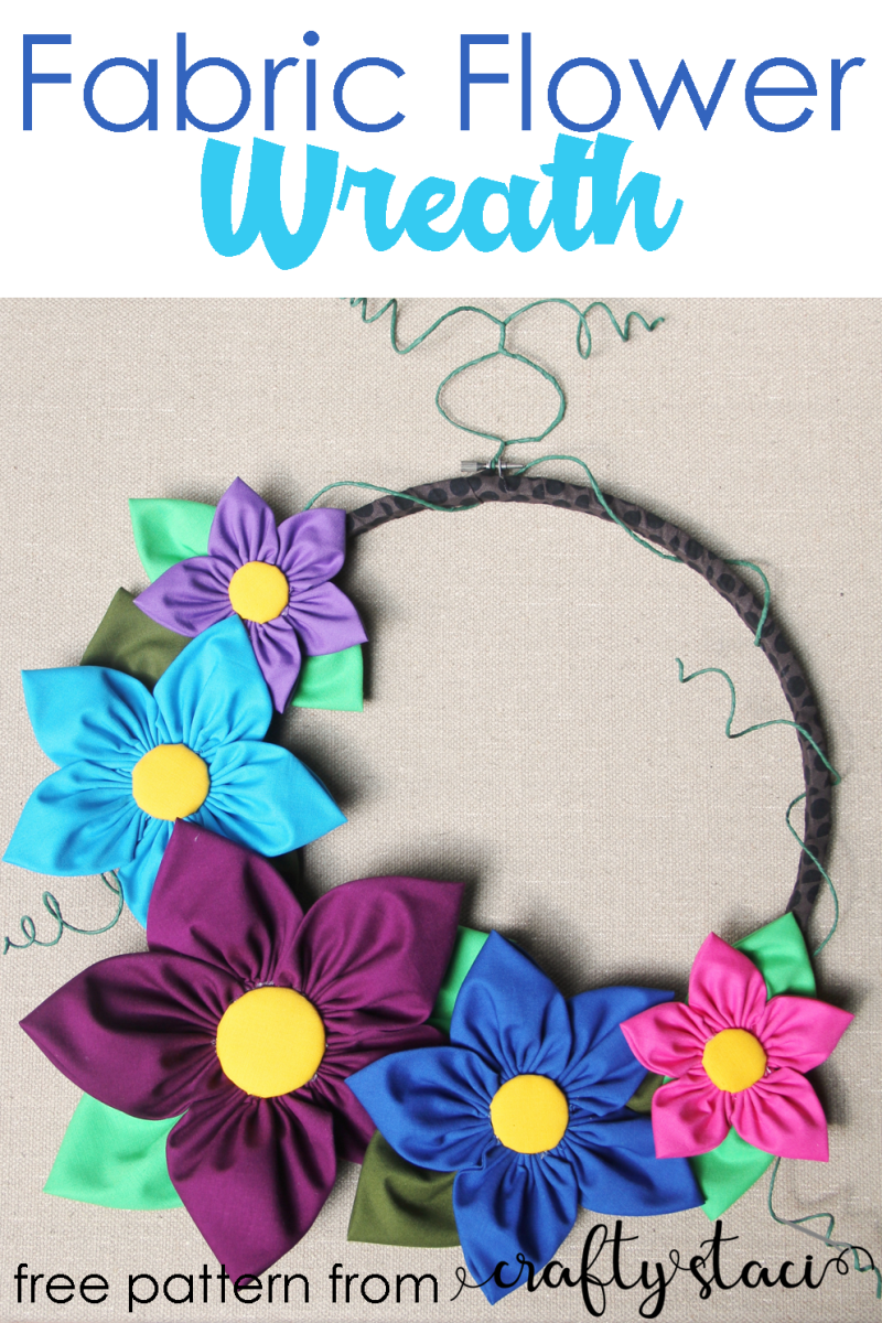 来自Crafty Staci的面料花环#flowerwreath #hoopart #diywreath #springwreath
