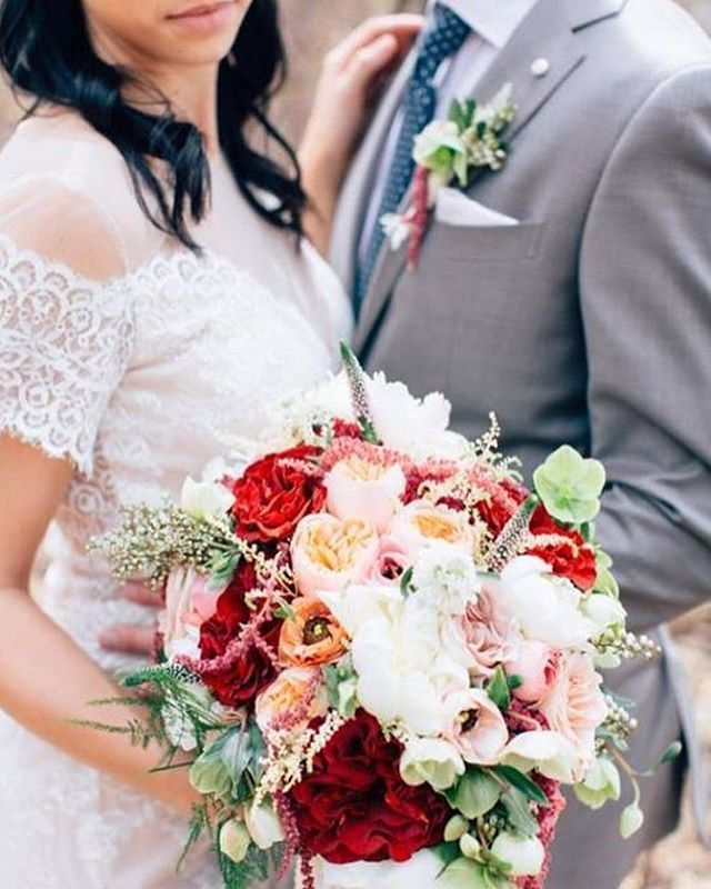 Make your Wedding Dreams a Reality with Fleurs. 🌸  Book your wedding florals with us before Feb 8th and receive 20% off your custom wedding package and be entered to win tickets to the @locallovepopup Wedding Edition at the Fairmont Hotel Macdonald.  Call 780-994-7673 or visit www.fleursflowers.ca to book your Consultation.  Photo Credit: Moments in Digital