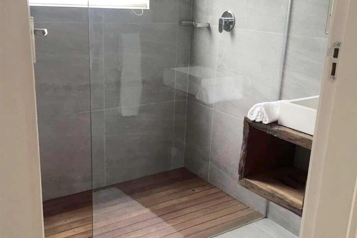 uthingo_bathroom.jpg