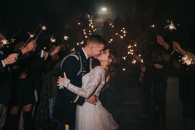 Unless you were there, you'd have no idea that it was 35 degrees and pouring rain during Caleb & Lindsey's exit- but we made it work and it still turned out beautiful 🥰 What's your favorite type of exit? I've had couples do dried lavender, glow sticks, bubbles, but my favorite is sparklers! 😍🙌🏼 . . . . . . #abbyjoyphotography #virginiaweddingphotographer #blueridgemountains #flashesofdelight #thatsdarling #thehappynow #liveauthentic #pursuepretty #darlingmovement #lookslikefilm #shesaidyes #weddingwire #junebugweddings #herestothecreatives #creativeatheart #heckyeahpresets #risingtidesociety #aislesociety #shootandshare #girlboss #photobugcommunity #urbanromantix #livefolk #vintagefeel