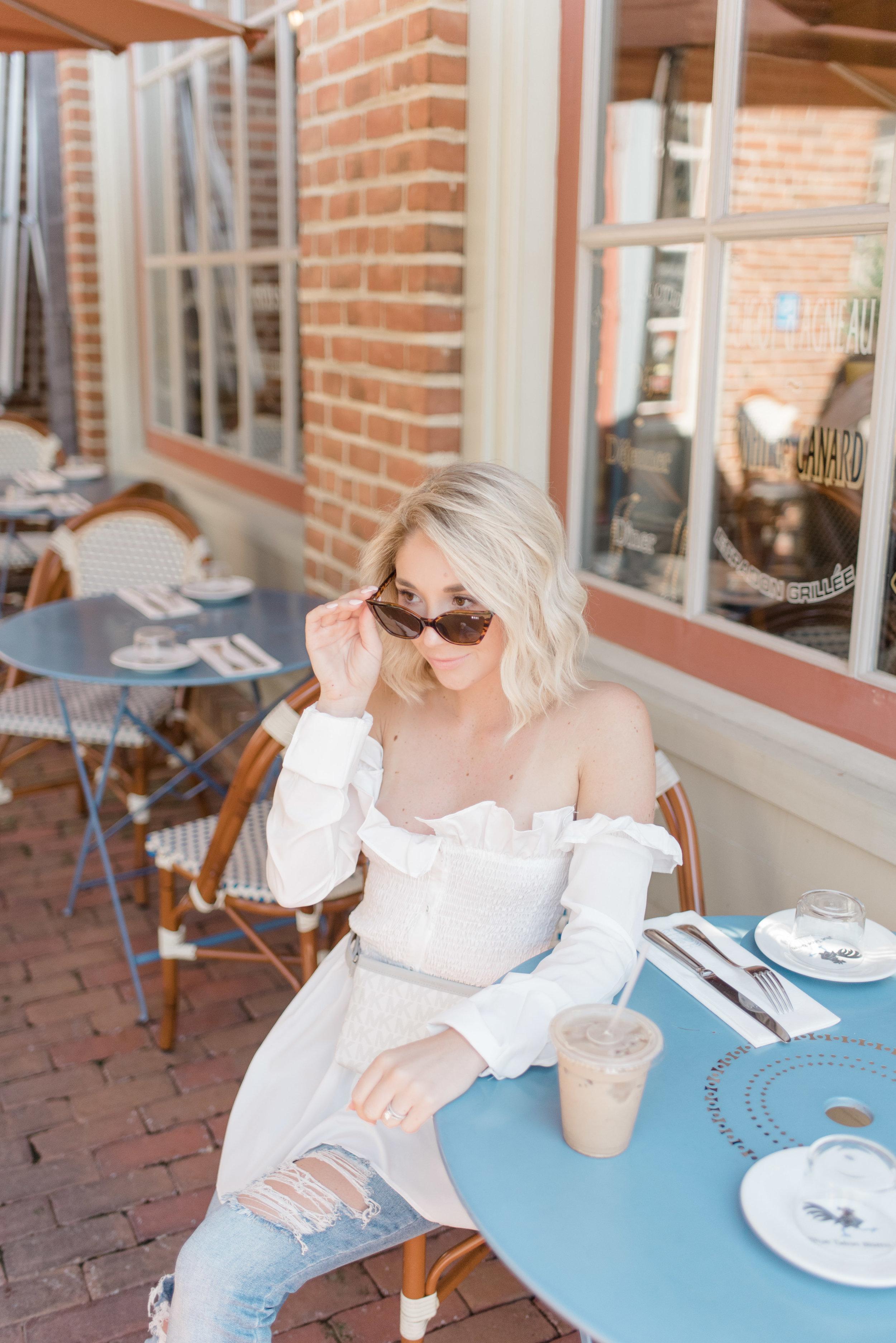 petite blonde fashion blogger