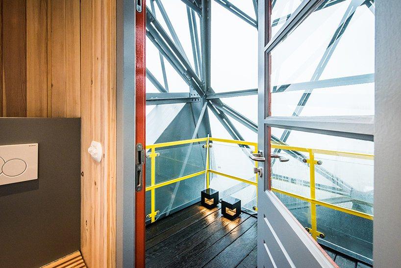 yays-crane-hotel-designboom-03.jpg