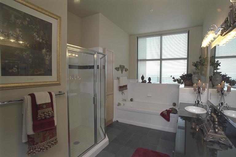 Penthouse Master Bath 33.jpg