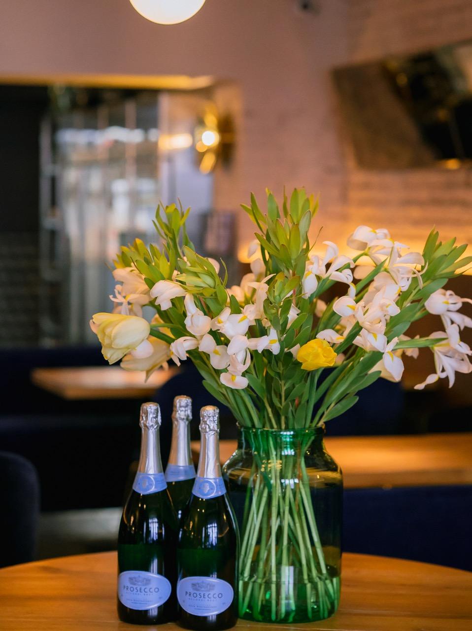 flower arrangement for  mine  restaurant / photo by  katnichifilms