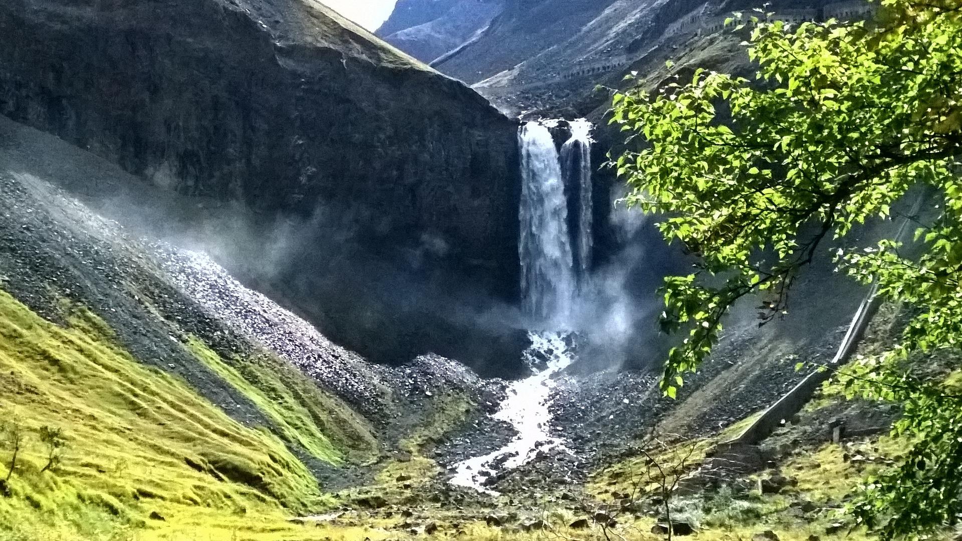 changbai-mountain-falls.jpg