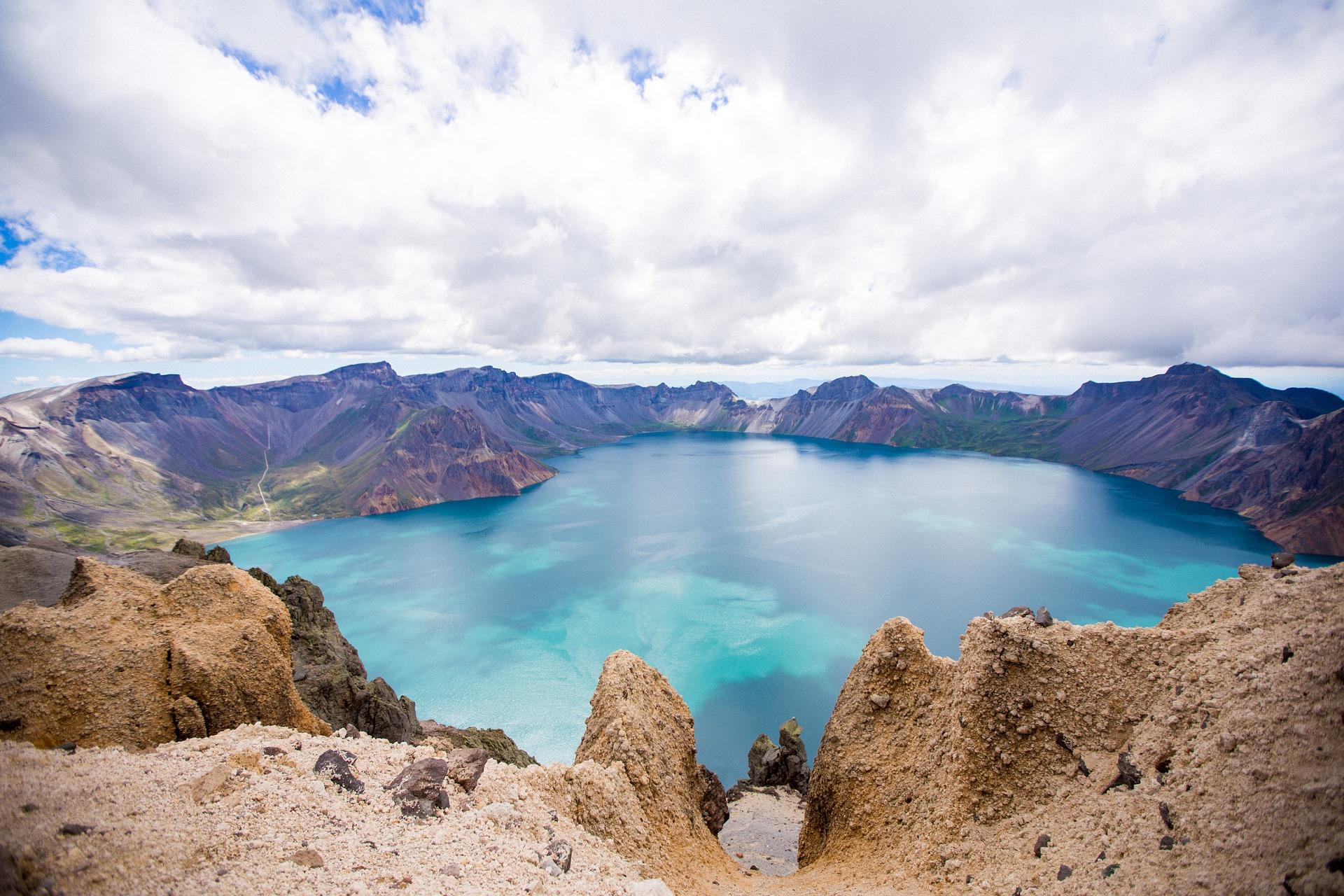 changbai-mountain-crater.jpg