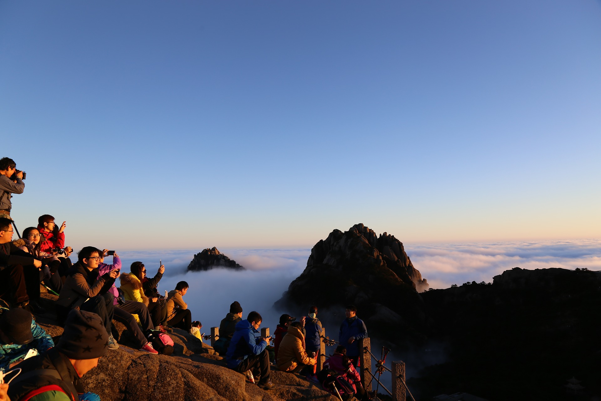 mountain-huangshan-sunrise.jpg
