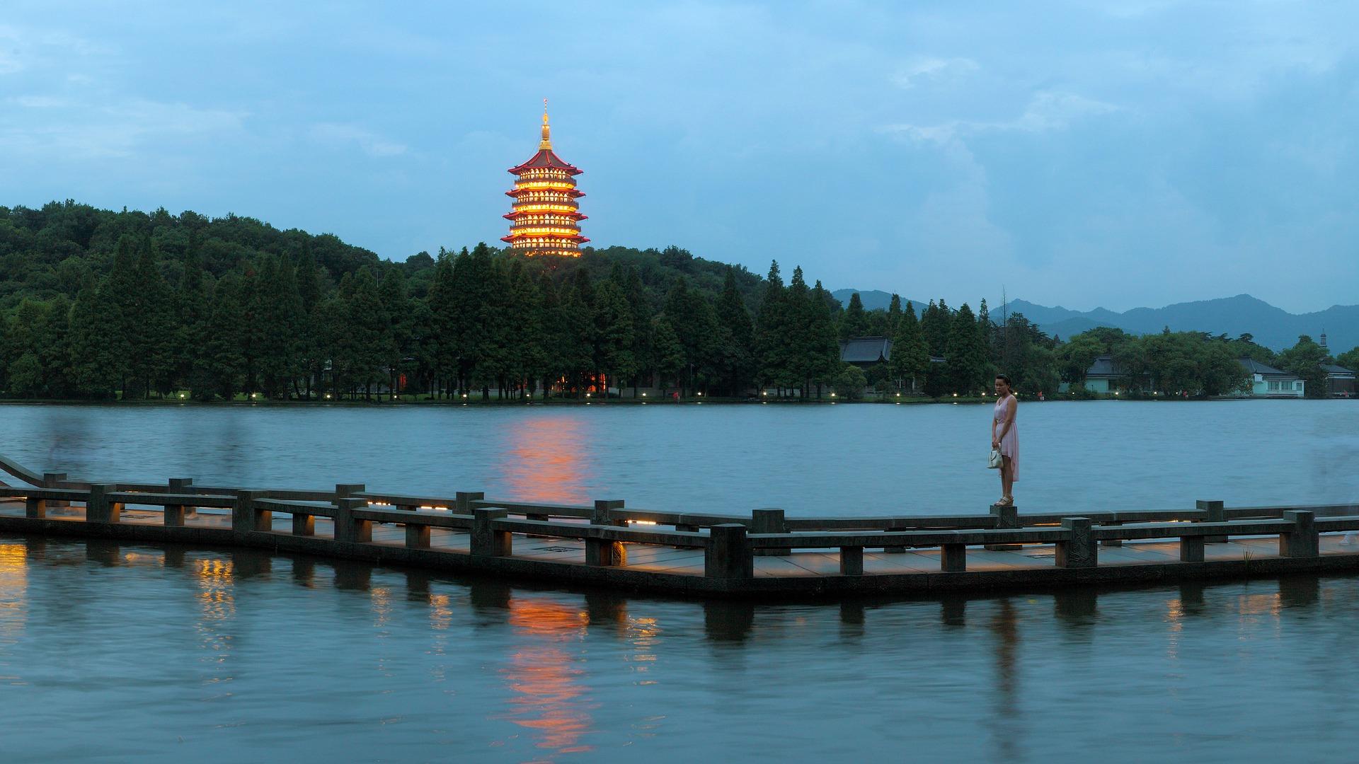 hangzhou-west-lake-night.jpg