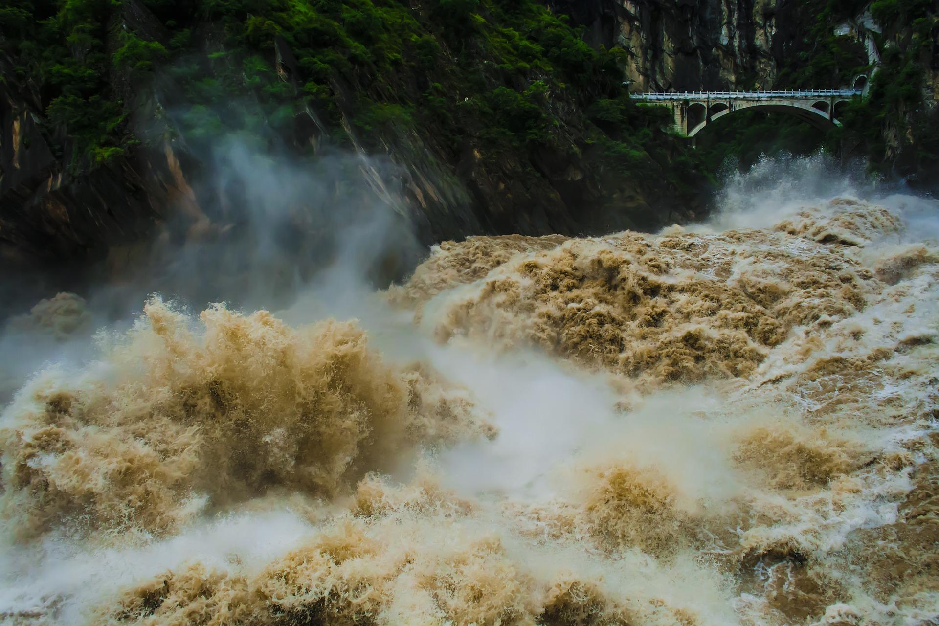 the-jiangsh,-river.jpg