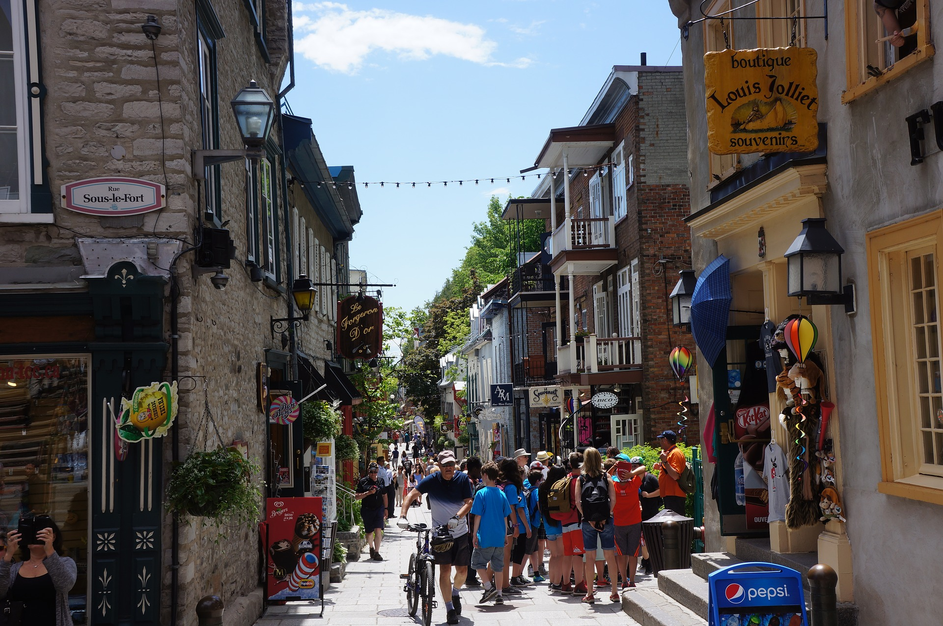 summer-street-old-quebec.jpg