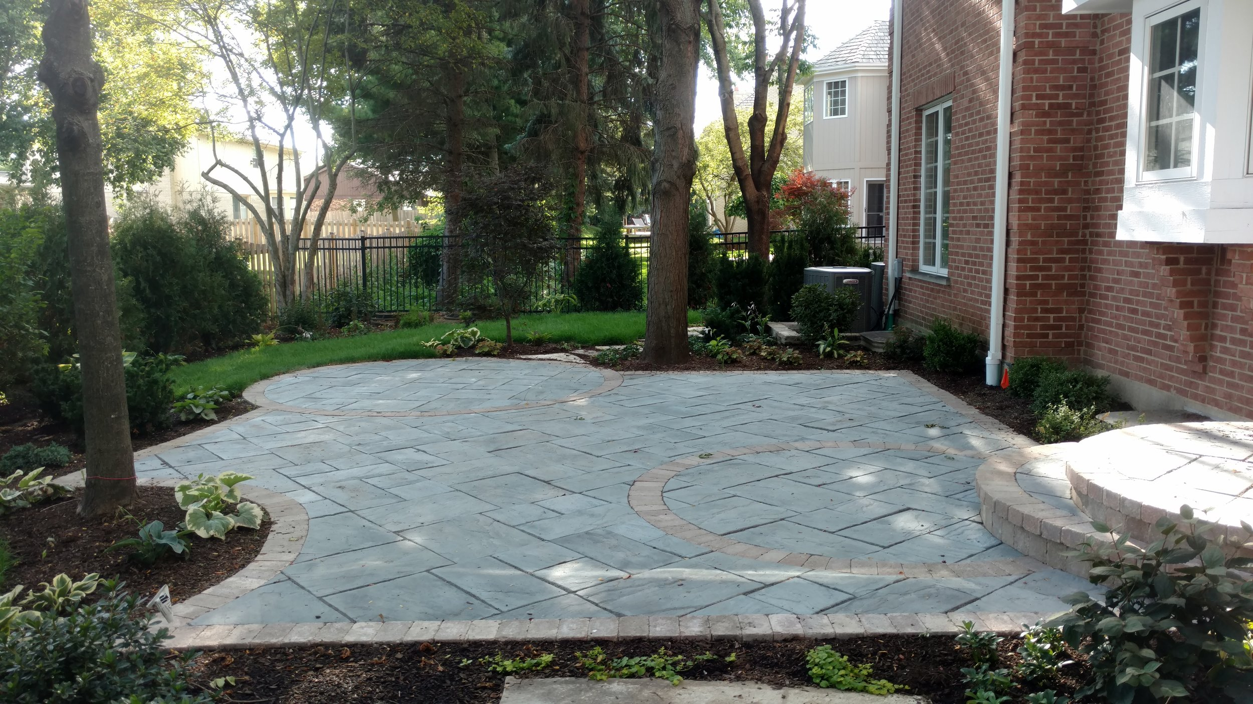 inlay-patio-leveled-with-landscaping