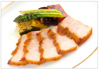 タンドーリポークバラ肉とグリル野菜のサラダ