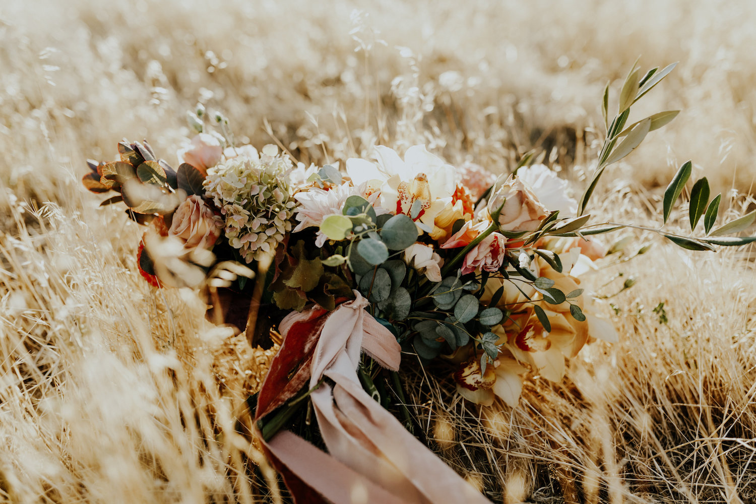 The Best Flowers Foliage For Fall Bouquets Wedding Bridal