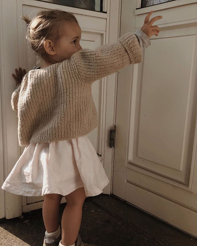SEPTEMBERS 🕊 here comes the sun 🎼🕊 #septembers #childrensclothing #childrenswear #agnesweater #annaskirt #colors