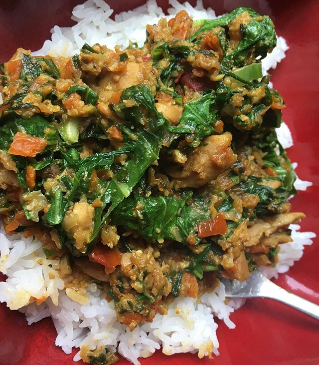 Chicken curry for dinner tonight, but this curry has more veggies than chicken! 🤪🤗😍😜😋 1 pound of organic #chicken thigh, 1/2 head of cauliflower, 1 large grated carrot, 1 grated turnip, handful of garlic chives & mustard greens! 🤤😋 I do my best to hide any veggie I can in my #curry & taco meat so the boys get their veggies!