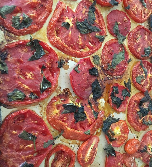 Love these roasted tomatoes. Only sliced tomatoes, fresh basil, olive oil, S&P. 45-60 min in the oven @350 degrees. They are good by themselves or on a toast with an egg. 🤗😋😊🍅 . . #delish #namastedelish #nepalimom #organic #foodblog #food #foodie #yum #foodaddict #eatclean #instafood #foodlove #inthekitchen #kitchen #healthy #homemade #eat #nom #ilovefood #roastedtomatoes #ilovecooking #delicious #tasty #instapicture #hoffpostgram