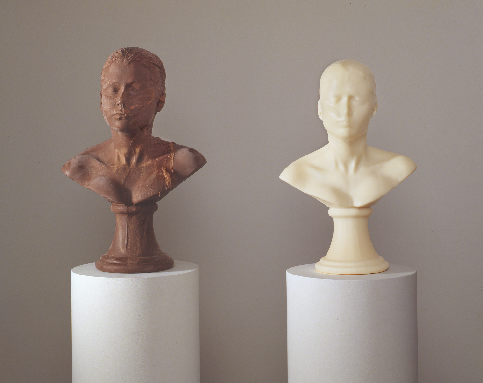 Janine Antoni, Lick and Lather, 1993 One licked chocolate self-portrait bust and one washed soap self-portrait bust on pedestals © Janine Antoni; Courtesy of the artist and Luhring Augustine, New York