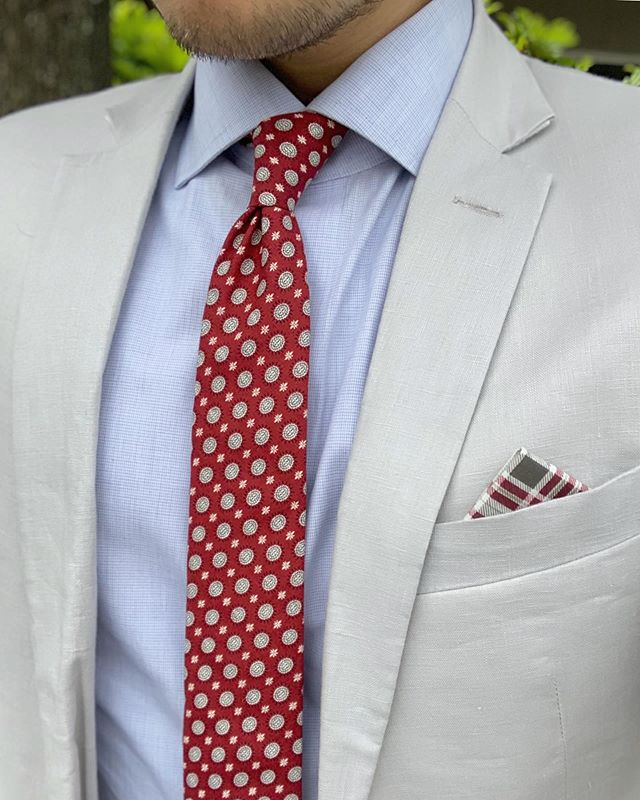"""We appreciate pop culture references, movie quotes, and the occasional dad joke. We also appreciate quality menswear accessories, and the guys from @oxfordsq are doing both of these things right 🤙 — Here we're featuring one of their tie and square packs which is a combo of the tie named """"My Sun and Stars"""" (Game of Thrones reference) and a pocket square named """"Maillard Reaction"""" (pretty cool cuisine science reference, look it up!) Not only are the names great, the quality is unlike any other. Not many ties are made like theirs so I highly recommend you check them out! — For my music recommendation I pick Balance and Composure. Local band from Doylestown, PA 🤘😎🤘 Check our stories for a sample of one of their songs 🎵🎵 • • • • • • #tie #ties #shopnow #pocketsquare #pocketsquares #mensstyle #style #handcrafted #handmade #shopping #fashion #mensfashion #menwithstyle #menwithclass #mensfashionreview #menswear #mensweardaily #menstagram #ootdmen #mensstyleguide #menstyleguide #dappermen #styleformen #fashionformen #summerfashion #necktie"""
