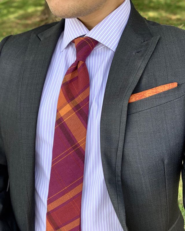 """Happy Sunday all! The summer is coming closer to an end. So here is another tie from @oxfordsq aptly named the """"Endless Summer."""" We paired it with a pocket square of theirs named """"Abstract Sunrise."""" We really love the names they come up with for their products 🤣 Check them out! www.oxfordsq.com — For my music recommendation I pick The 1975. Check our stories for a sample of one of their songs 🎵🎵 • • • • • • #menswearstylist #menswearblogger #suitandties #suitandtie #suitstyle #menswearstyle #stylishmen #sprezzatura #bespokesuit #manstyles #styleconsultant #summerstyles"""