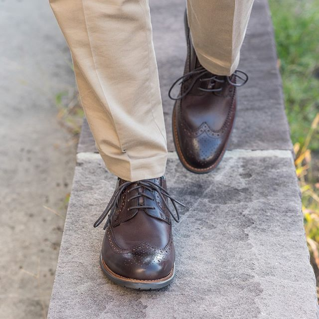Recently I got my hands on a pair of one of @rockport's Total Motion collection shoes! They may look like dress shoes, but they feel like I'm in walking shoes! These are without a doubt the most comfortable dress shoes I own to date! And for just over $100... 🤑 Make sure you go check out their collection, they have plenty of styles to choose from! #rockport #dressshoes #comfortableshoes #menswearstyle #mensfashiontips #mensfashionpros