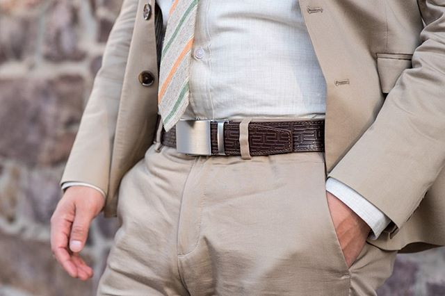 @ansonbelt. Hole-less perfection. You'll never need another belt again. And this maze-like belt design is just too cool! 😎 #belts #ansonbelt #beltbuckles #styleblogger #styleinspo #suited