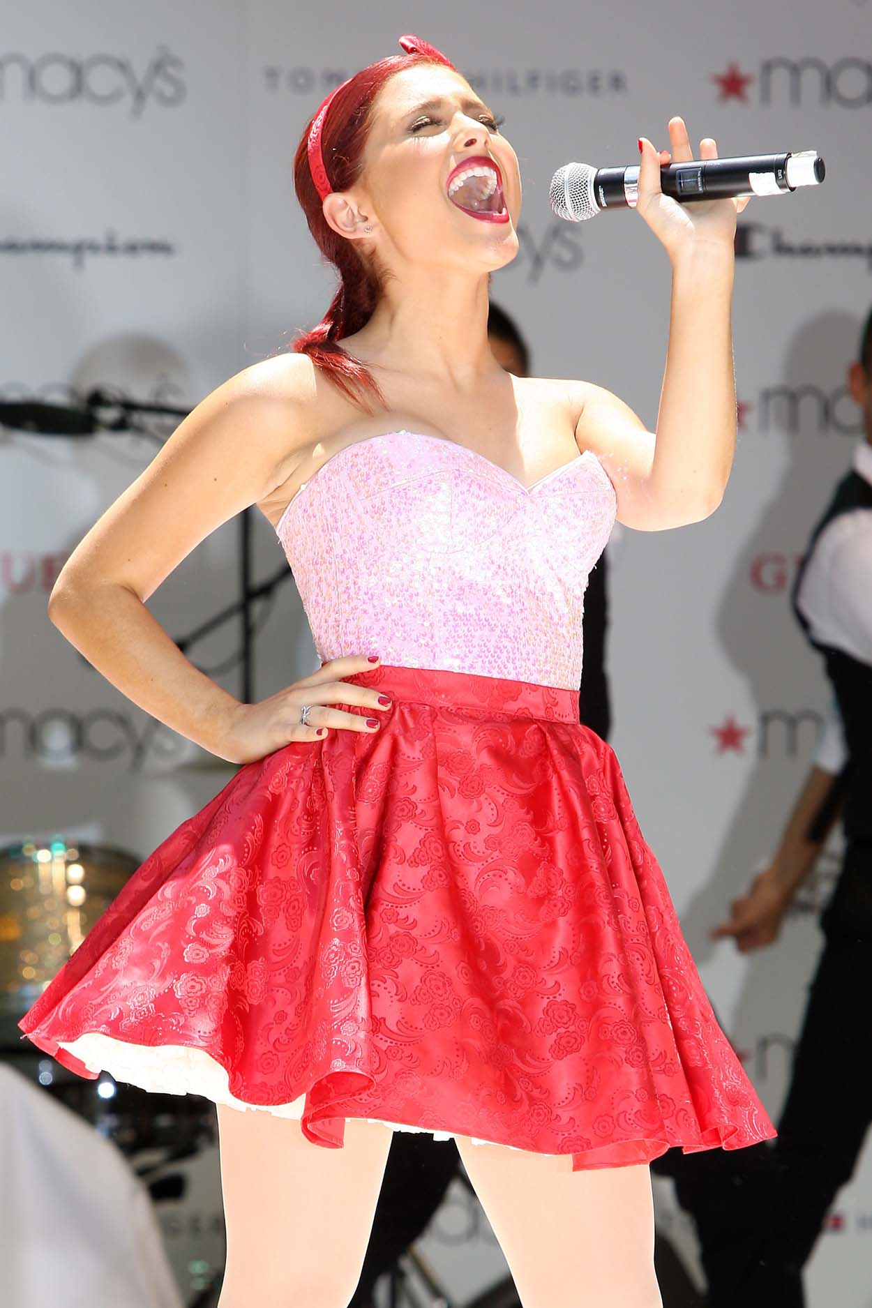 hpse_fullsize__3189132300_Ariana Grande performing at Macy_s Annual Summer Blowout Show in NYC on July 17, 2011 (3).jpg