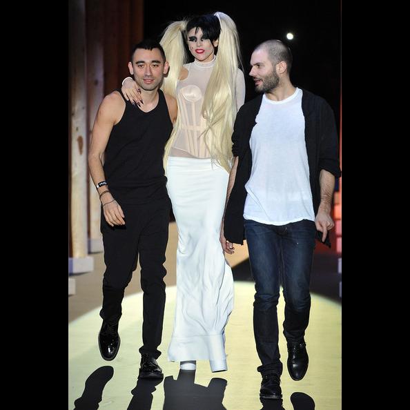 Gaga walks show.png
