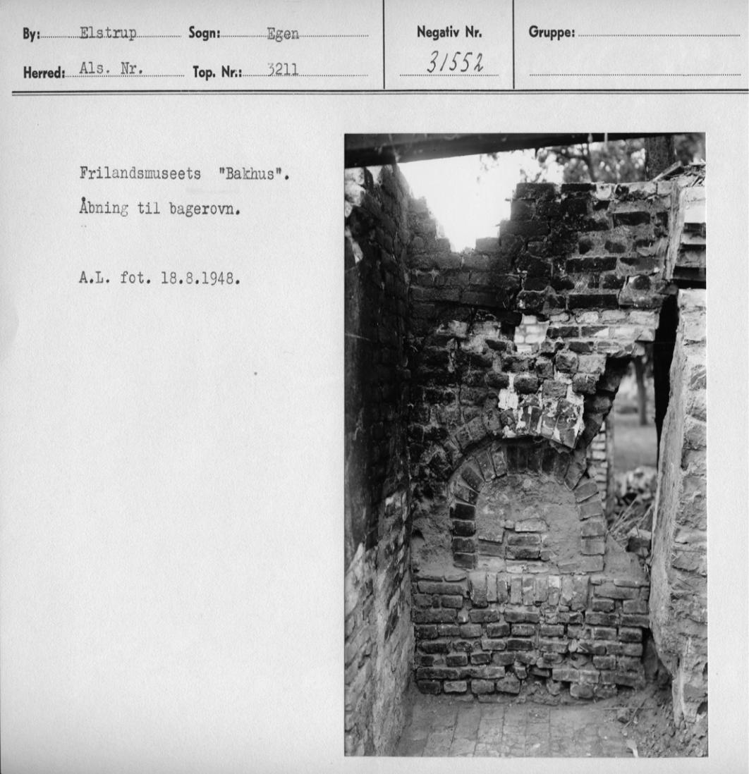 Ildstedet i bagehuset fra Als. Foto Flm Arne Ludvigsen 1948