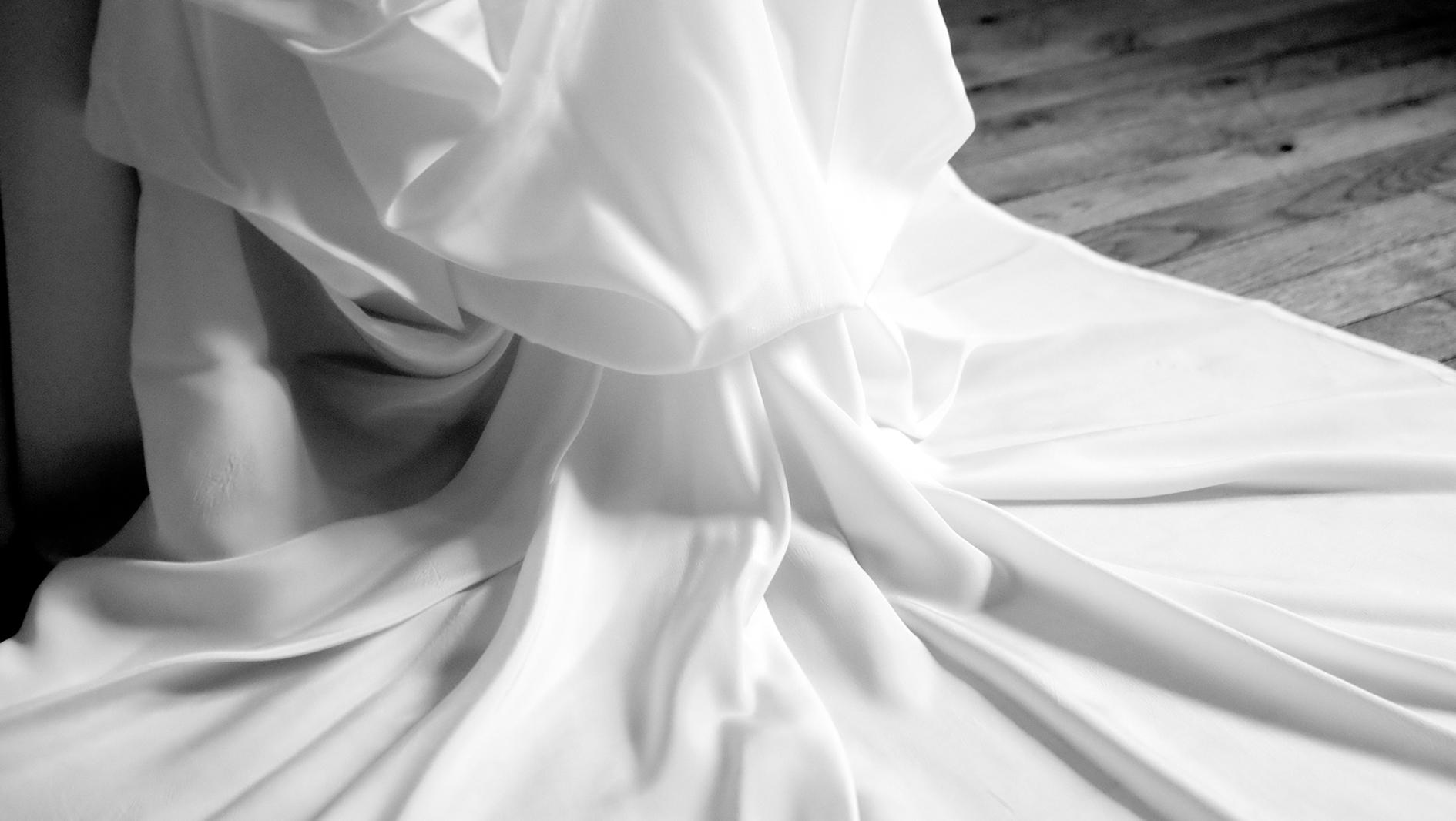 Lucie Fouquet robe Jessica traîne amovible en taffetas à mémoire de forme