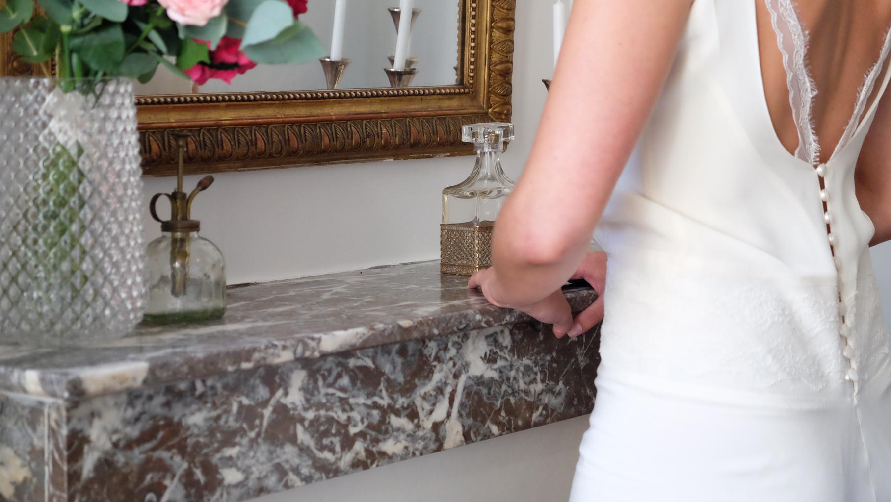 Lucie Fouquet robe Chloé dos nu rubans de dentelle boutons ciselés