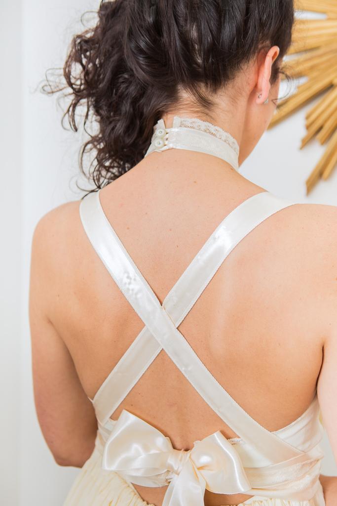 Lucie Fouquet robe Jessica dos nu croisé nœud ruban satin