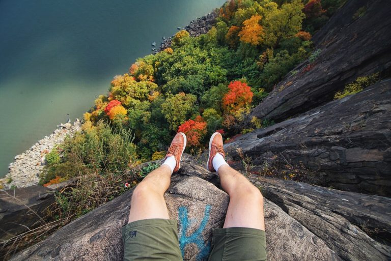 Hanging over the Palisades on the border between New York and New Jersey.