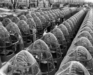 US mobilization after Pearl Harbor: Douglas Aircraft's Long Beach factory   © FDR Presidential Library