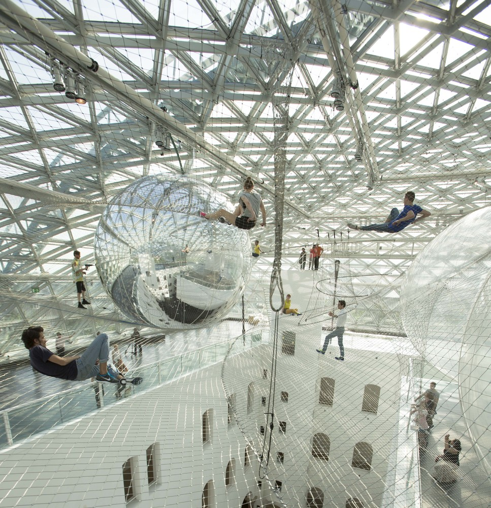 Tomàs Saraceno, In Orbit,  2013.