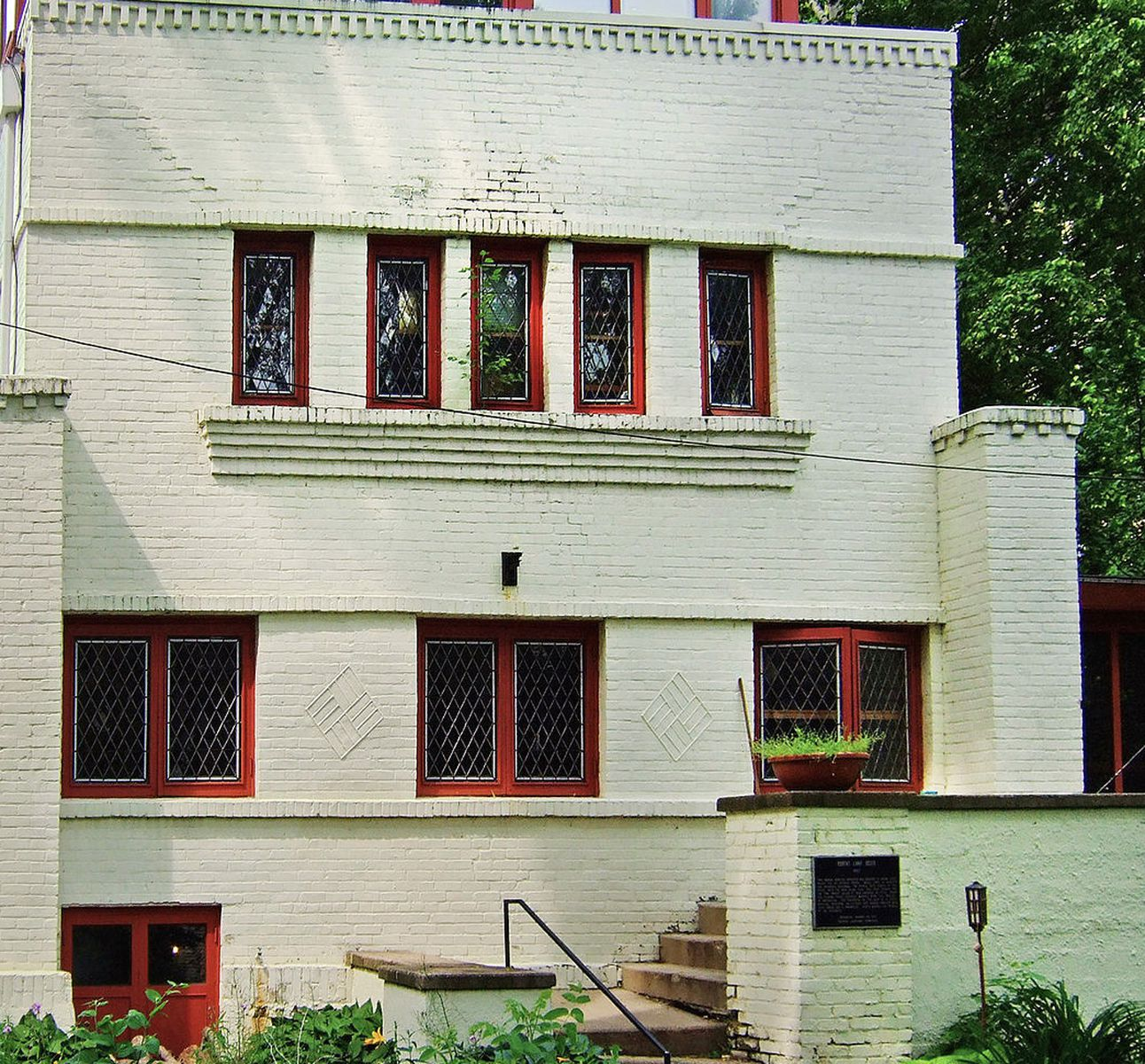 2. Robert Lamp House