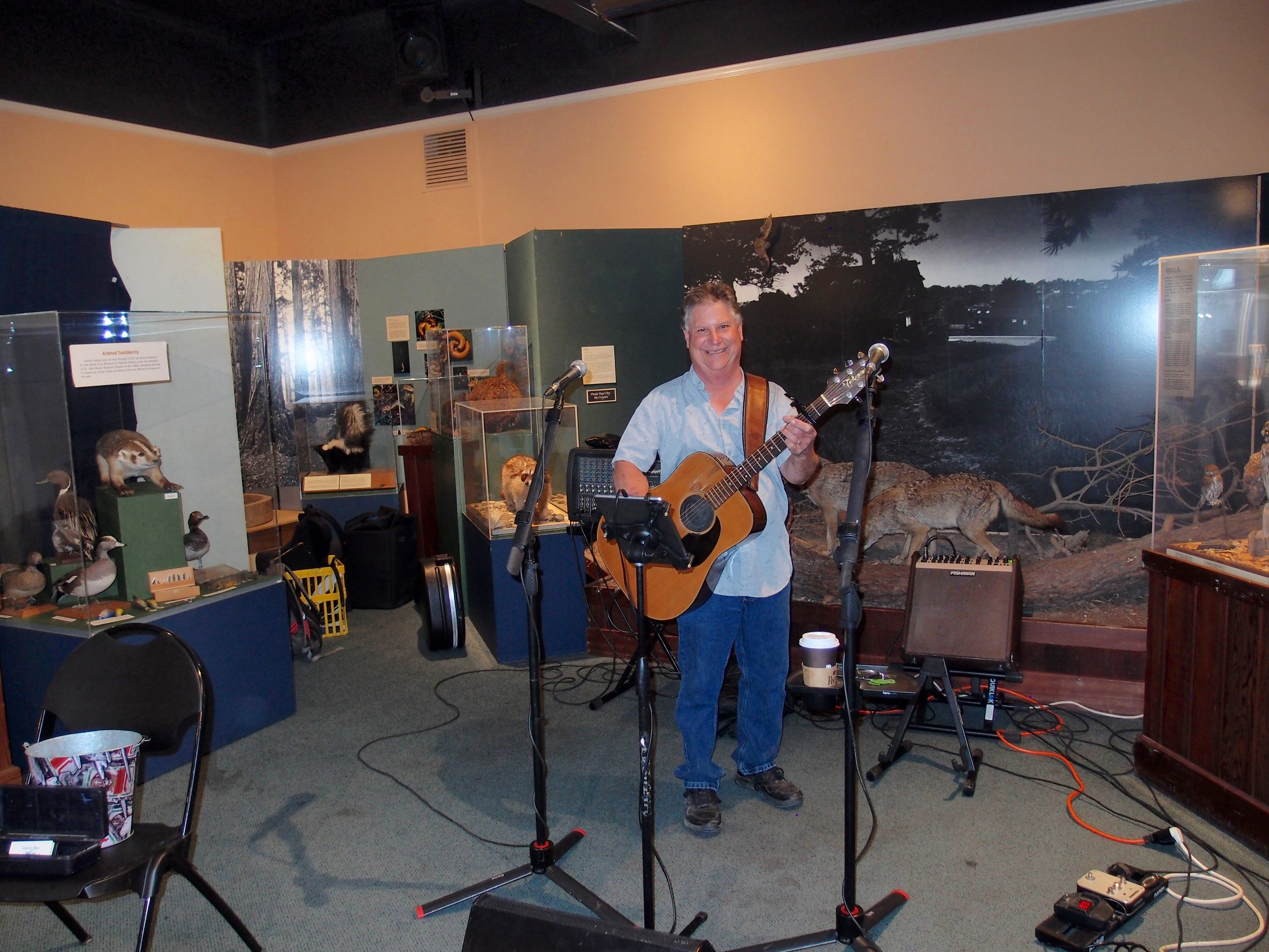 Steve Bennett setting up.