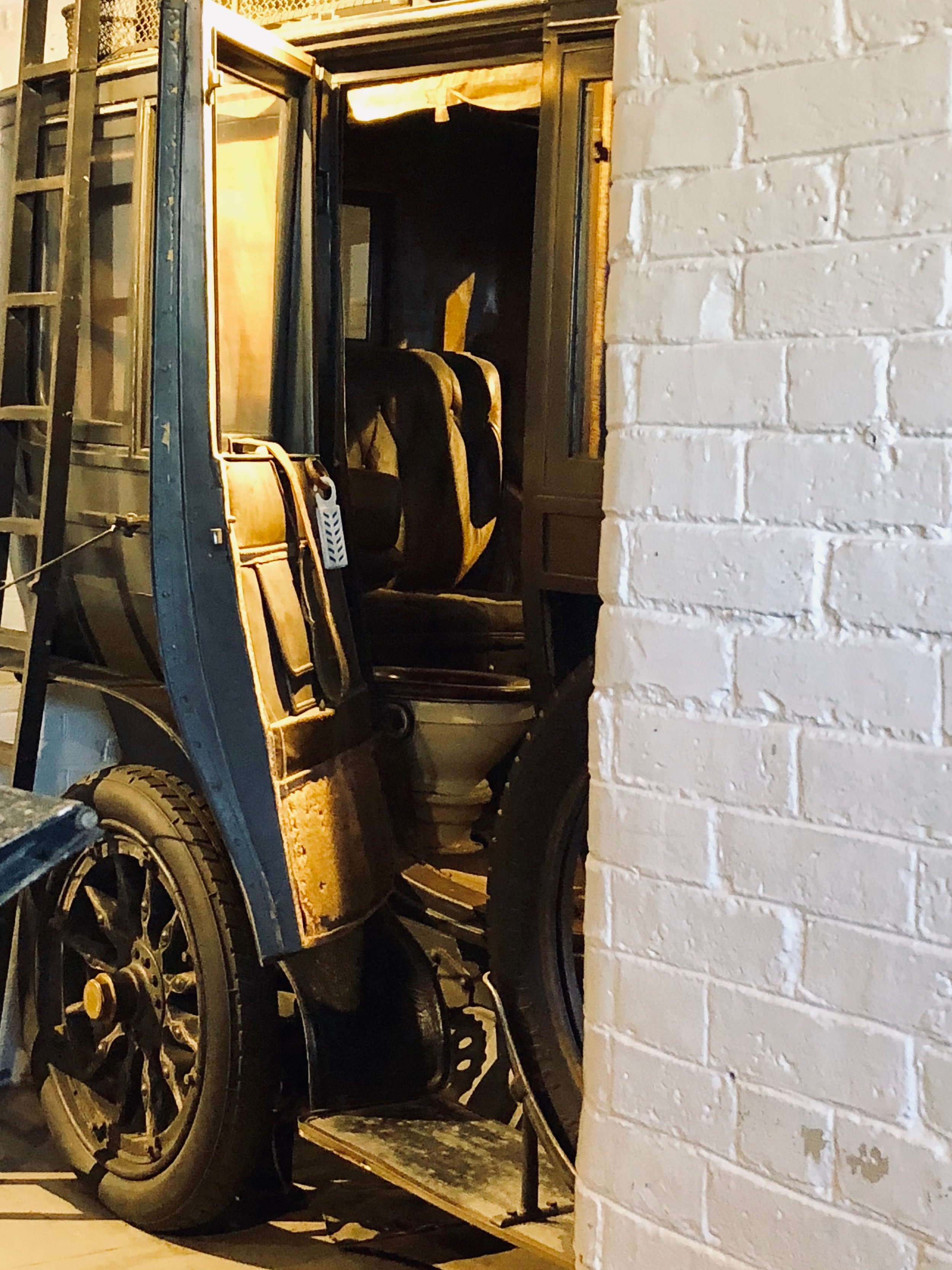 Yes. That's a toilet in that 1906 Charron-Girodot-Voight. I particularly like the anachronistic but apropos air freshener clipped to the door.