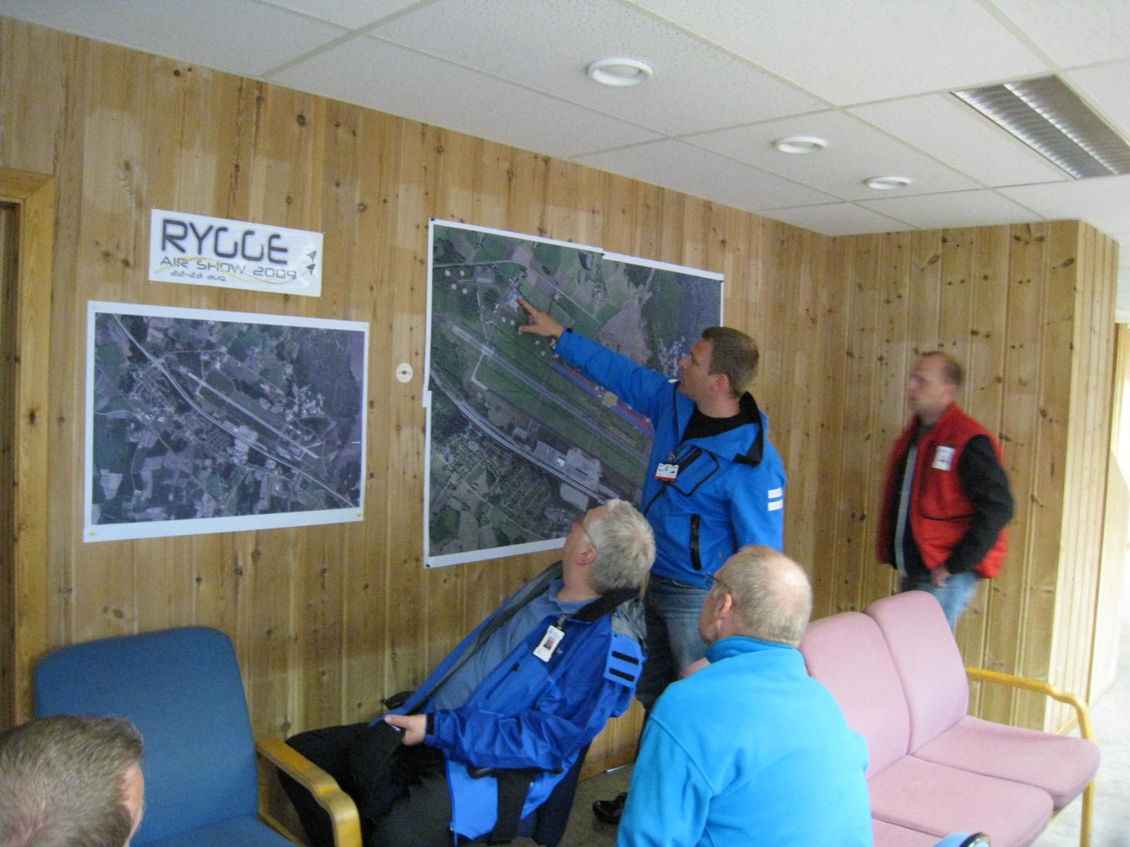 Planlegging av Rygge Air Show 2009 på fly show kontoret i hangar F                                                              Foto Thor-Øivind Andersen