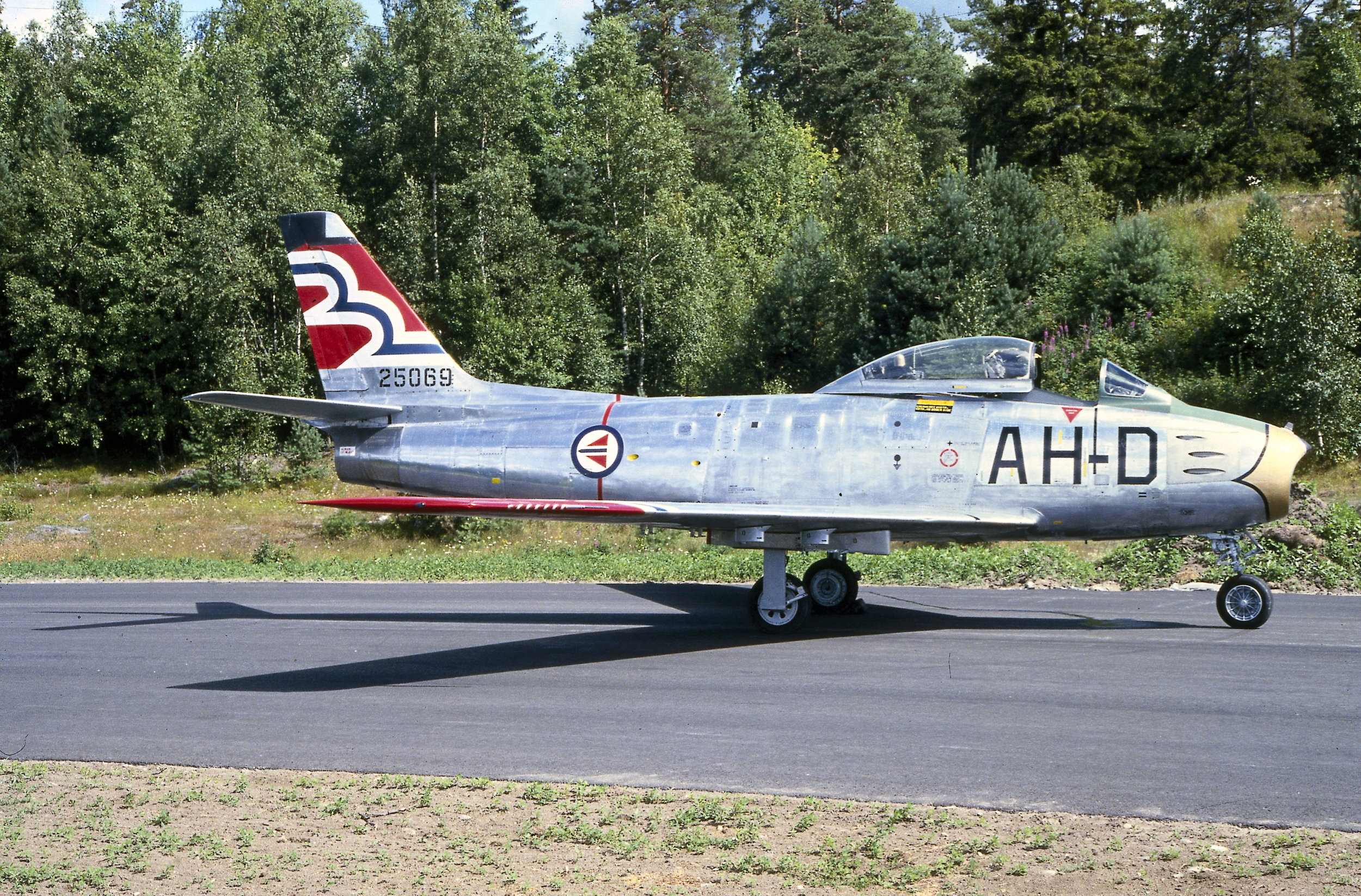 F-86F 52-5069 AH-D i de første Flying Joker fargene.                                                                                 Foto Rygge hovedflystasjon