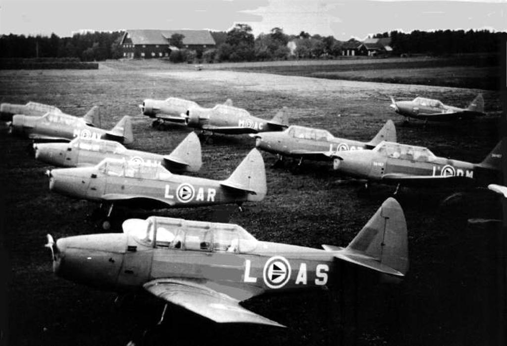 Flyskolen Rygge flyplass 1951                                                                 Foto: Anton Blegeberg
