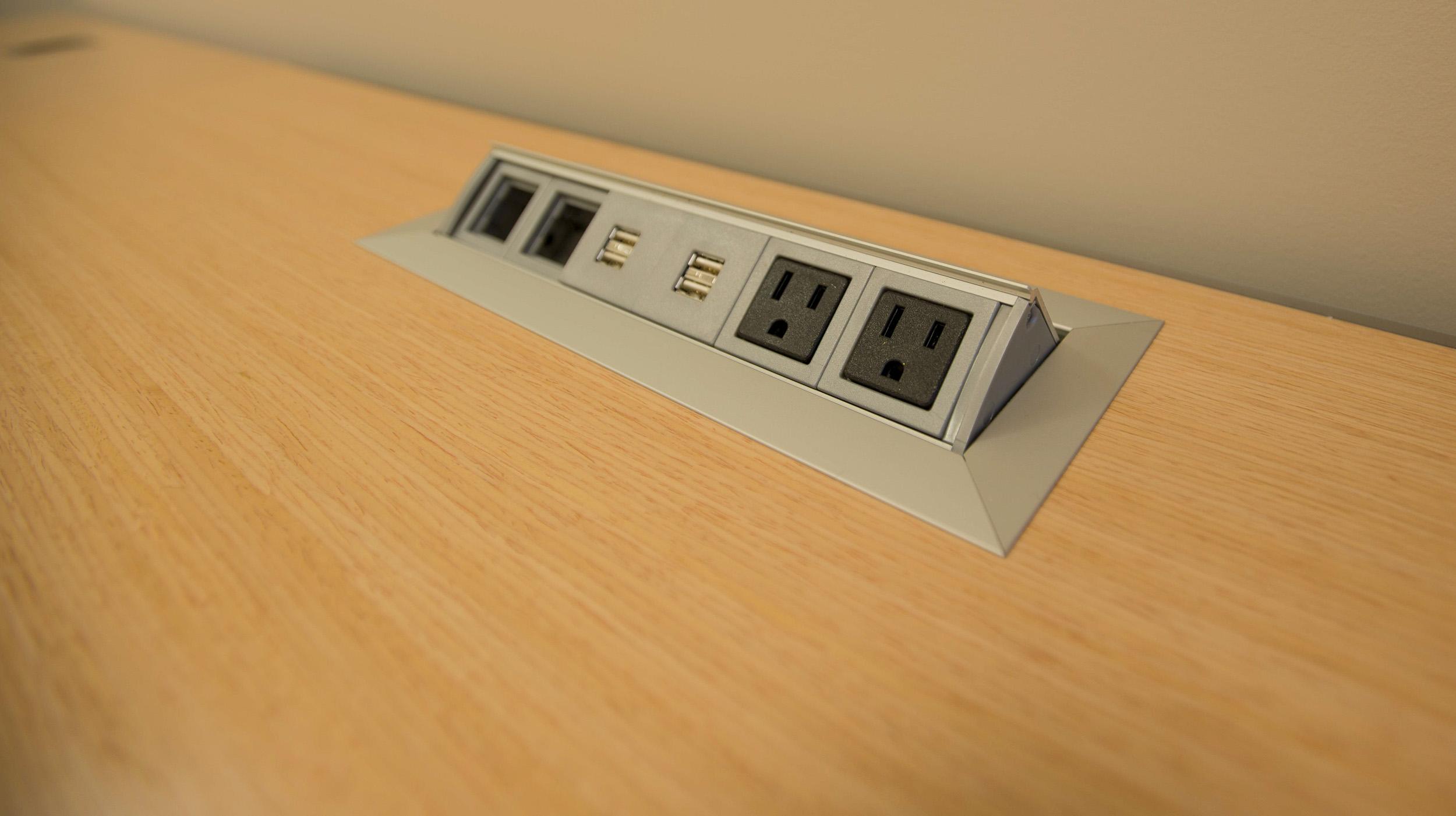 Desk Electric-7387.jpg