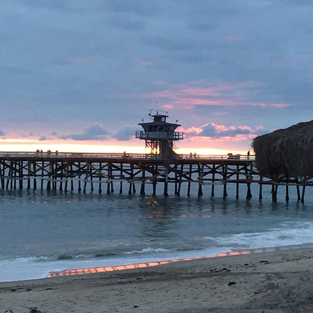 Happy Friday! #sanclemente  #sanclementepier  #writers #writersofinstagram  #writerscommunity  #writerslife  #downtownsanclemente  #sunset #fun