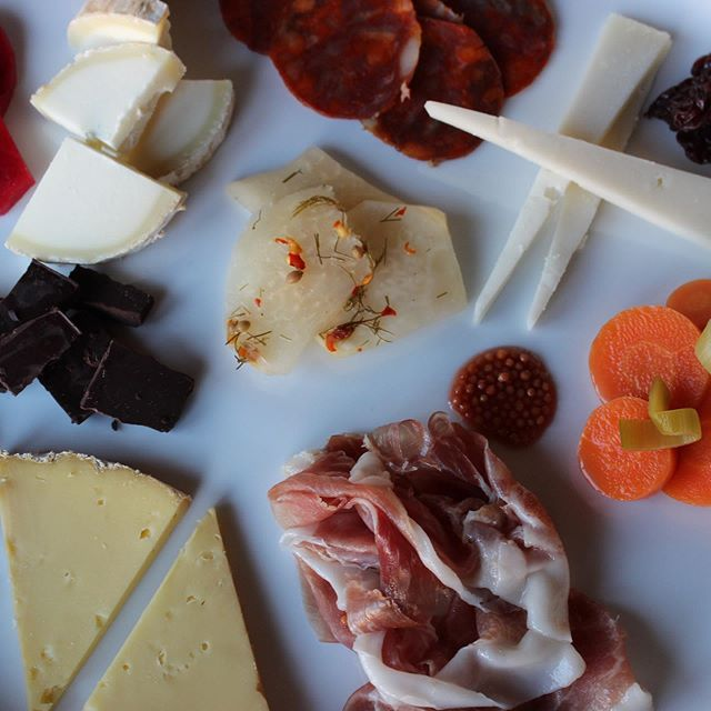 A very rainy Memorial Day calls for an indoor picnic! #gystdoit . . . #yummy #picnic #holiday #cheese #pickles #salumi #chocolate #fermentation #motherboard #instafood